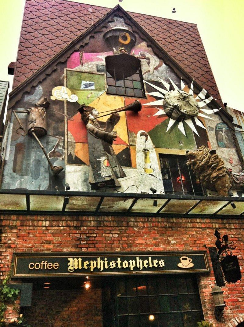 I really like the facade at Mephistopheles