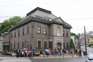 Main Hall ที่มีนาฬิกาไอน้ำพ่นทุก 15 นาที อันเป็นอีกหนึ่งสัญลักษณ์ของเมืองโอตารุ