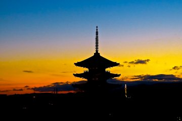 Twilight View of Yasaka-no-to Tower