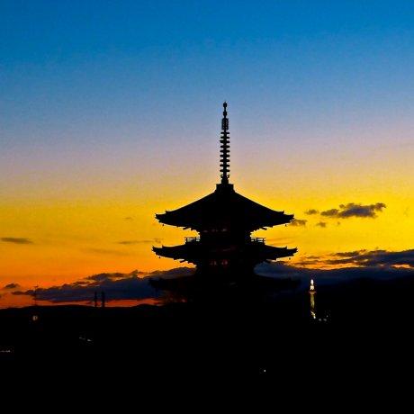 Twilight View of Yasaka-no-to Tower