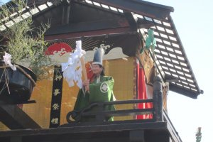 The Puppet dancing on the top of the float