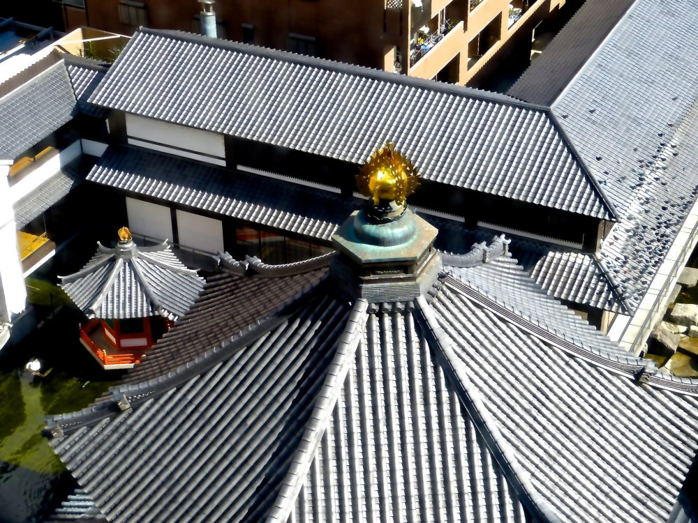 Rokkaku-do is a hexagonal pagoda in the middle of Kyoto City