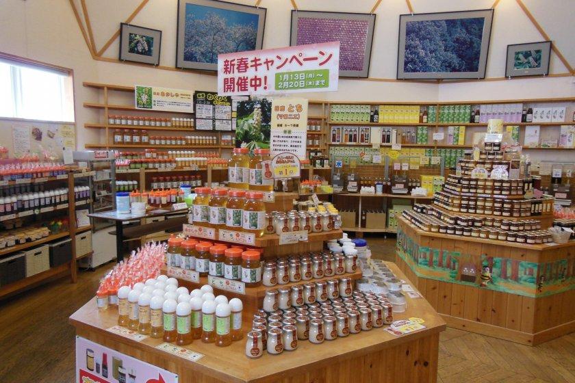 Hàng núi mật ong được bày bán