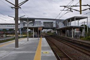 View of Yoshinogari-koen Station fromthe island platform