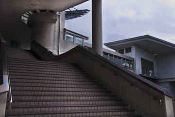 <p>Detail of the modern architecture of&nbsp;Yoshinogari-koen Station&nbsp;</p>