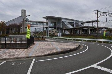 <p>Yoshinogari-koen&nbsp;Station from the distance</p>