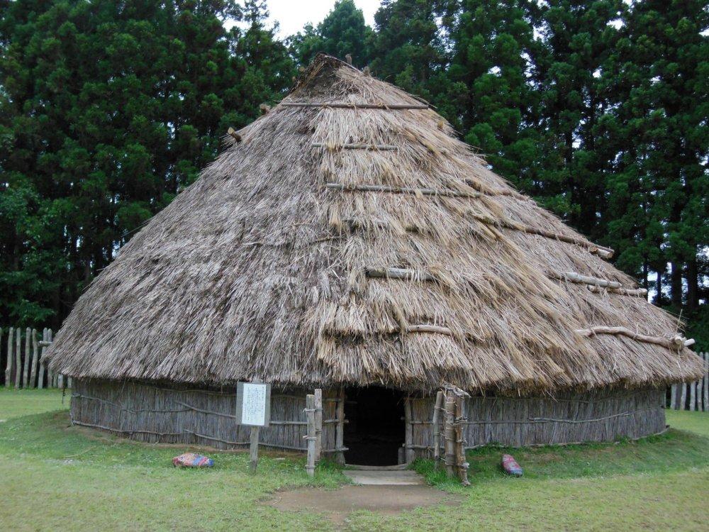 กระท่อมที่เคยเป็นบ้านของคนระหว่างช่วงยาโยอิในประเทศญี่ปุ่น