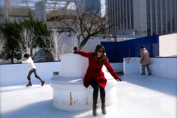 <p>If you&#39;re courageous enough to skate without holding onto the side walls, the cushioned seat in the center of the rink will become your best friend!</p>