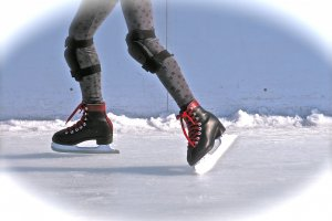 Enjoyice skating atSora x Niwax Ice Park located on the rooftop of MatsuyaDepartment Store in Ginza