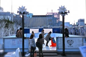 Sora x Niwax Ice Park offers rooftop skating at MatsuyaDepartment Store in Ginza. The first in Japan & fun for all ages!