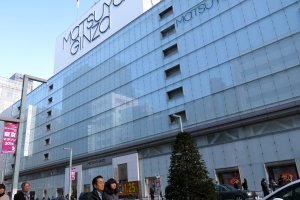 Sora x Niwa x Ice Park is located on the rooftop (9th floor) of Matsuya Department Store in Ginza