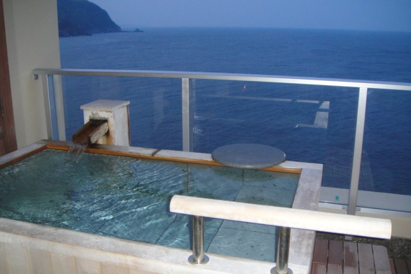 View across the endless ocean