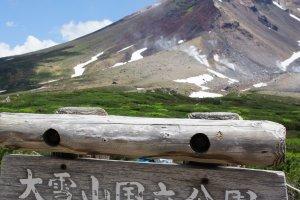"""นี่คือยอดเขาที่สูงที่สุดบนเกาะฮอกไกโด (Hokkaido) มาถึงนี่แล้วต้องขอกางแขนตะโกนเสียหน่อยนะ """"I'm the queen of the world!"""""""