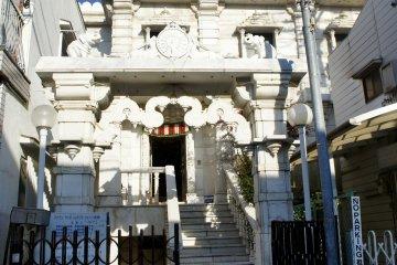 고베 제인 사원은 1985년 6월 1일 고베시의 인도 공동체가 절정에 달했을 때 문을 열었다. 고베의 제인 상이라는 절은 현지 인도 재계 인사들로 구성되어 있다