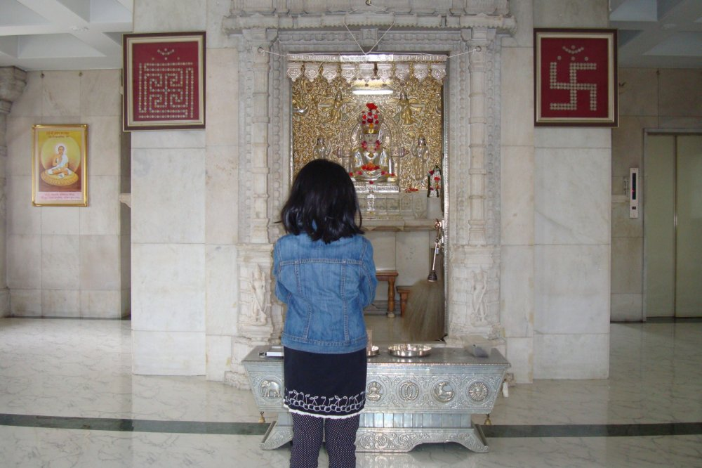 The second floor has the idol of Bhagwaan Mahaveer. My daughter was pleasantly surprised with the Indian ambience in a real temple in Japan. You can sit on this floor, offer prayer and meditate.