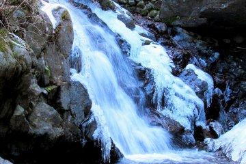 A gushing side cascade