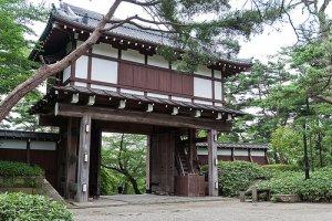 Kubota Castle Front Gate