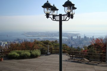 <p>Panoramic view from the deck of the glasshouse. The hiking trail to go back down to Shin-Kobe station starts from here.</p>