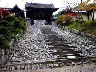 Chokushi-Mon gate is only used for the emperors