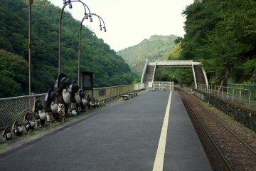 호주쿄 트로코역에 세워져 있는 다누키 동상