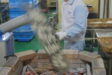 Watching the pros making senbei