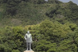 Takamori Saigo from a distance, showing off just how bulky the statue is