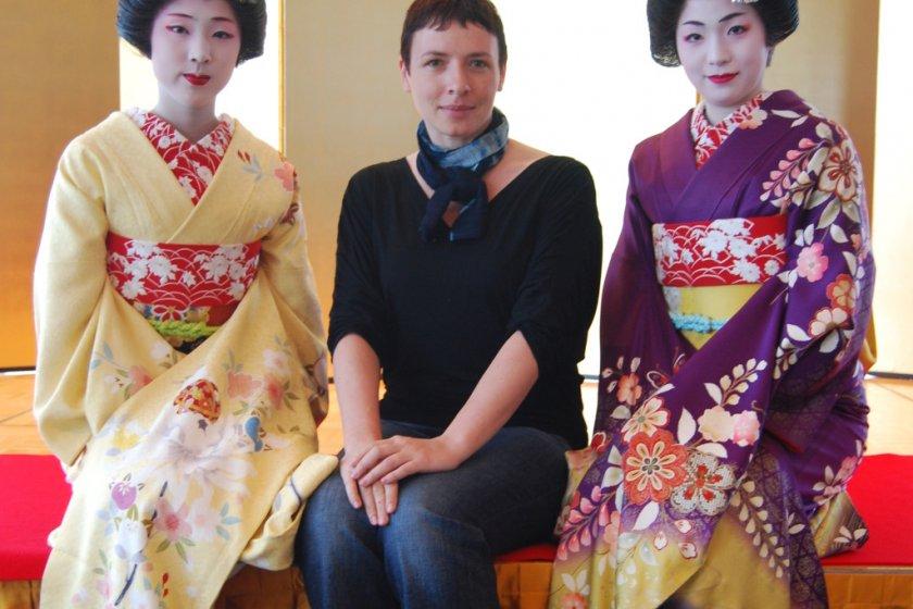 Photo with a geisha? - No problem in Niigata\'s Furumachi District!