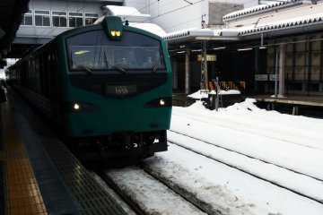 <p>The train pulls into Akita Station on winter&#39;s day.</p>