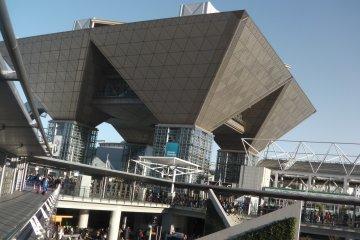 <p>อาคารทรงเลขาคณิต ส่วนหนึ่งของความน่าสนใจ</p>