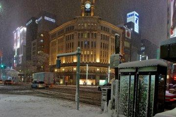 Tuyết rơi ở Ginza