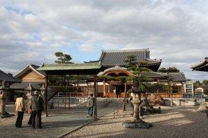 Arako Kannon grounds.