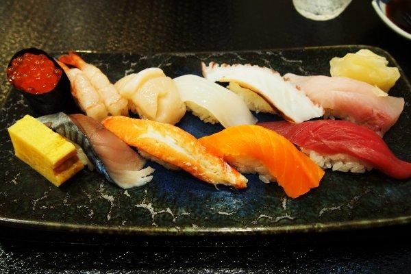 เมนูซูชิขึ้นชื่อทางร้าน ซูชิ 10 ฤดู
