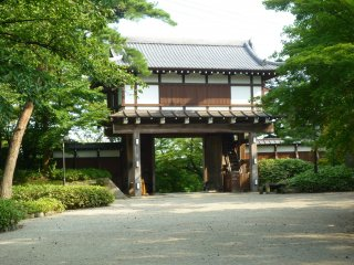 This is one of the original gates, restored from the former Kubota Castle in Senshu Park.