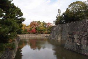 คูน้ำเชื่อมกำแพงปราสาท