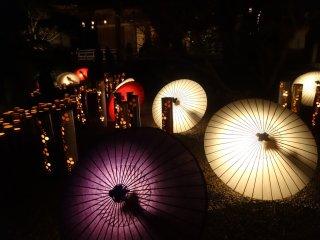 Cả wagasa (ô giấy) và những ống tre đều được dùng trong lễ hội