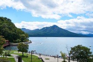 ภาพมุมสูงทะเลสาบชิโกะสึ