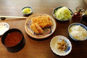 เซ็ตมาตรฐานของบูตะกูมิจะประกอบไปด้วยทงคัตสึ 1 ชิ้น (ตามประเภทหมูที่เลือก), ข้าวสวยญี่ปุ่นร้อนๆ 1 ชาม, กะหล่ำปลีซอยสดกรอบหวานอร่อย 1 ถ้วย, ผักดอกสูตรโฮมเมด 1 ถ้วย, ชุดน้ำจิ้มสูตรต่างๆ ของทางร้าน, และที่ขาดไม่ได้ก็คือซุบมิโซะสูตรเฉพาะตัวที่อร่อยไม่เหมือนใคร