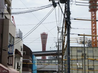 The Port Tower of Kobe as seen fromMinato Motomachistation. I guess it would be much nicer without the electricity lines in between. Sometimes I think it is a shame that they don't put themunderground.