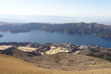 <p>Lake Ashinoko.</p>