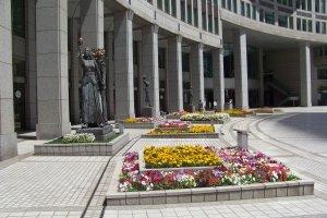 ดอกไม้หน้าตึก