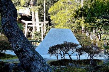 <p>Sand mound</p>