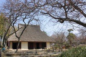 บ้านไร่โบราณหลังนี้เป็นบ้านวิถีเกษตรกรรมที่มาจากเมืองเซ็ตซึโนเซะ (Setttsu-Nose) แห่ง จ.โอซาก้า นี่เอง