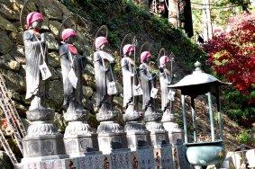 Patung-patung unik Kuil Oyama Dera