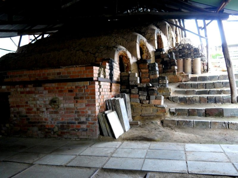 <p>Cross-draft kiln (noborigama) with many chambers &nbsp;</p>