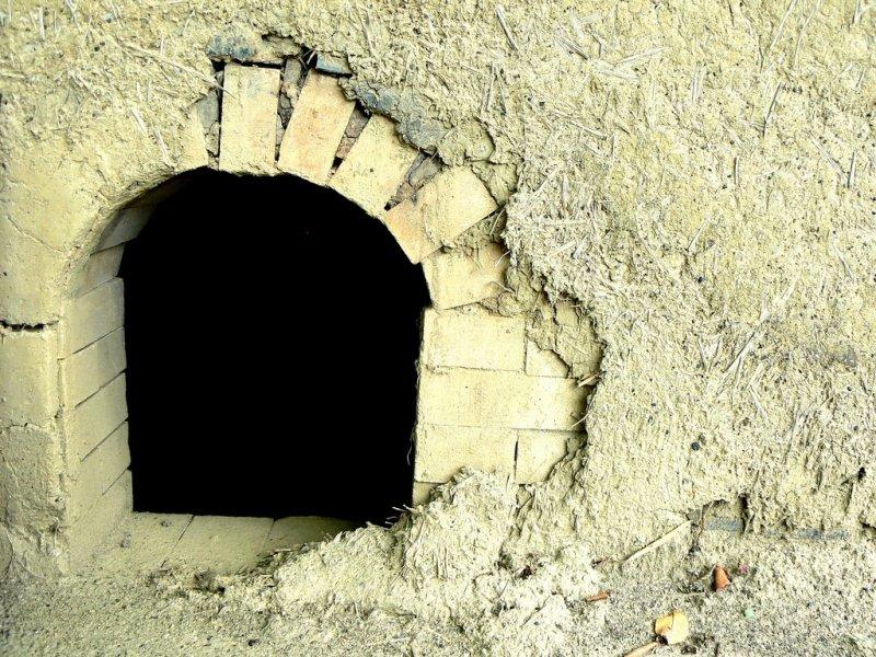 기와를 굽는 데 사용되는 가마의 문