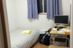 ห้องพักเล็กๆ แต่นอนสบายมาก มีห้อง Single Room รองรับคนที่ไปเที่ยวคนเดียว (อย่างเรา)