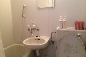 ห้องน้ำ มีอ่างอาบน้ำให้แช่น้ำอุ่น สบายสุดๆ