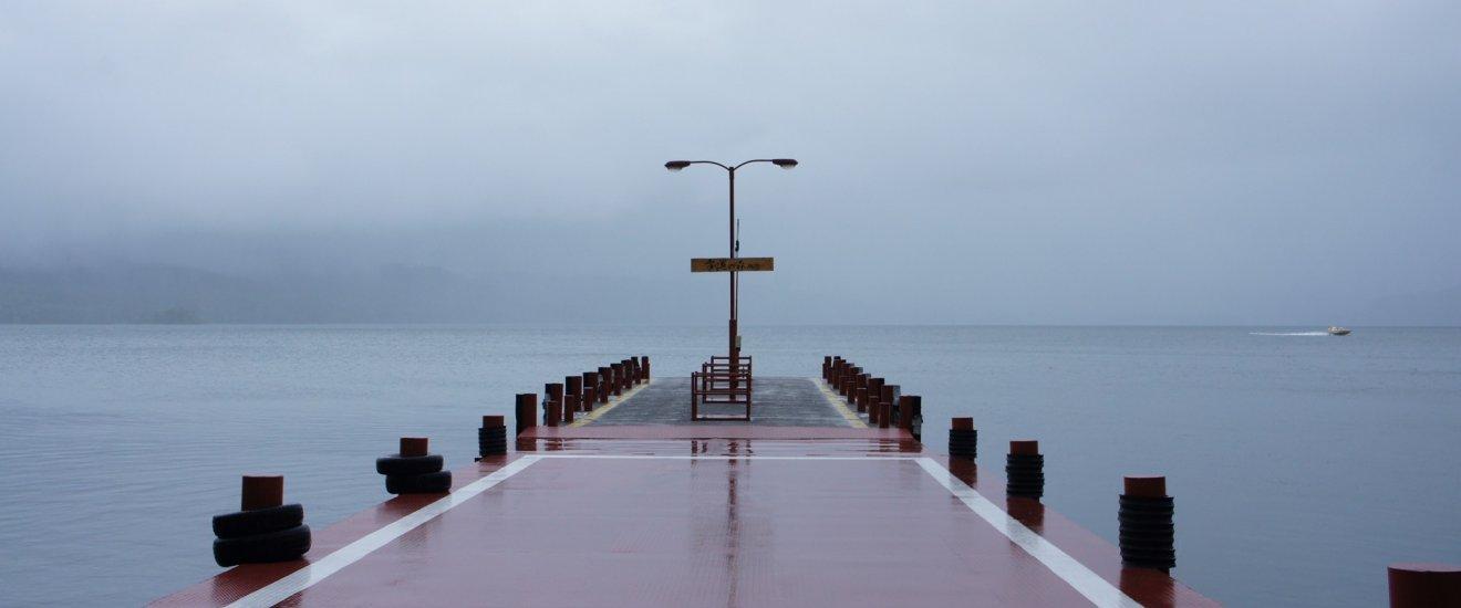 ทะเลสาบ Akan ในวันฝนตก