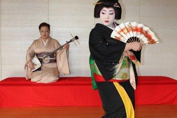 福井・あわら温泉「芸妓(げいぎ)」
