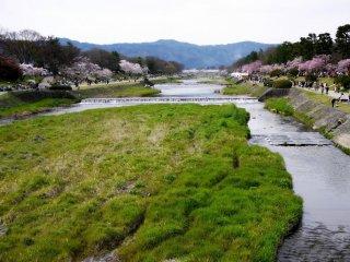 Memandang ke utara di sepanjang Kamogawa